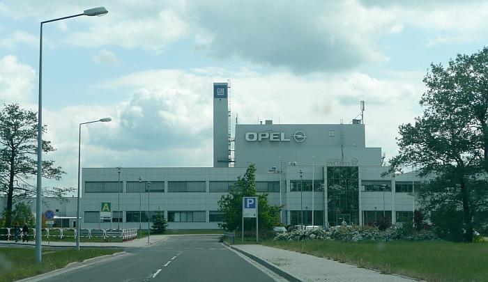 Fabryka samochodów rządowi w prezencie